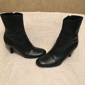 Gianni Bini black ankle boots size 5 1/2 M